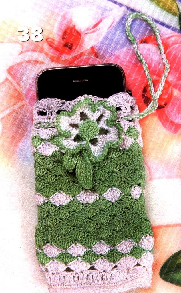 Вязаный чехол для сотового телефона с цветком