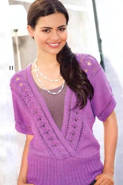Лиловый пуловер с V-образным вырезом. Вязание спицами.