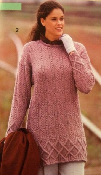 Лиловый пуловер с косами. Вязание спицами