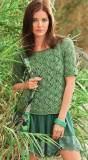 Пуловер с дорожками из листьев