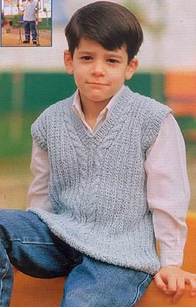 Серая жилетка для мальчика. Вязание спицами